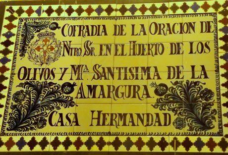 Azulejo colocado en la Casa de Hermandad de la Cofradías de la Oración del Huerto y la Amargura de Granada