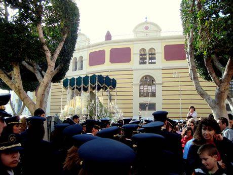 Palio de la Macarena de Almería - De fondo Plaza de Toros de Almería