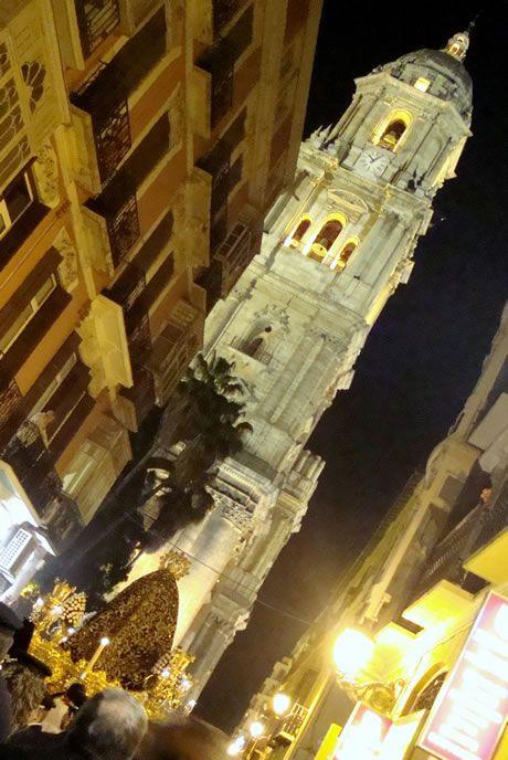 Soledad de Viñeros - Al fondo Torre de la Catedral de Málaga