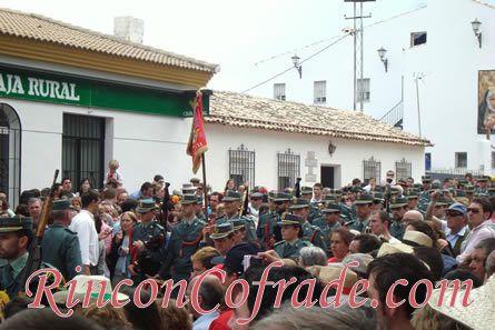 Banda de la Guardia Civil acompañando a Nuestra Señora de la Cabeza