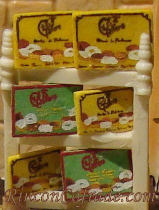 Cajas de Mantecados reproducidad a pequeño tamaño en el Belén de Chocolate