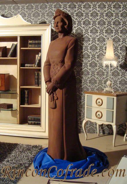 Su Majestad la Reina - Escultura realizada con 280 Kg. de Chocolate conteniendo el 65 % de cacao